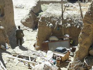 محرومان روستا نشین بی خبر از حقوق های نجومی رزق خود را از خدا می خواهند