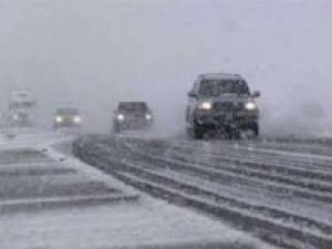 امدادرسانی به بیش از 1200 مسافر گرفتار در برف همدان