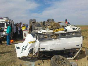 در واژگونی کامیونت ایسوزو یک نفر جان باخت